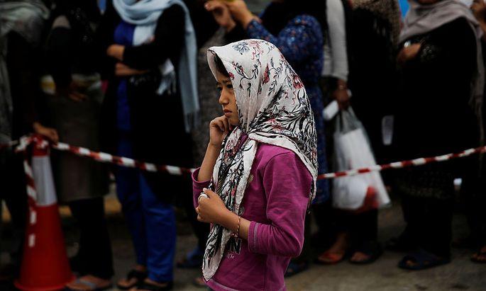 Ein Flüchtlingsmädchen am Ellinikon-Flughafen.