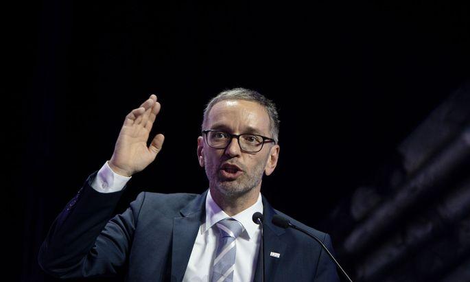Herbert Kickl wurde am Samstag zum Bundesparteiobmann gewählt. Ex-FPÖ-Chef Norbert Hofer sprach ihm Unterstützung zu.