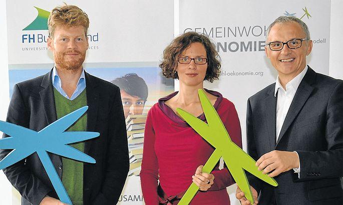 Autor Christian Felber, Beraterin Anja Haider-Wallner und FH-GF Georg Pehm beim Kick-off an der FH Burgenland.