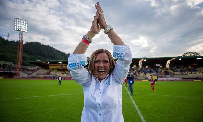 Brigitte Annerl führte nicht nur Hartberg in die Bundesliga, sondern brachte auch frischen Wind und Emotionen in Österreichs Funktionärsriege.