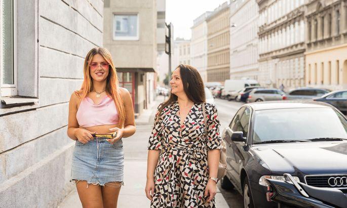Die transsexuelle Steffi mit ihrer Mutter, Stela Stanković.