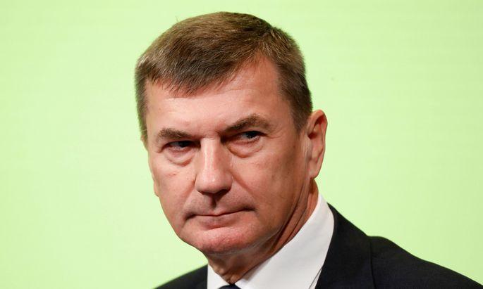 """Wir müssen unsere Demokratien gegen Desinformation schützen. Wir haben Versuche gesehen, in Wahlen und Referenden einzugreifen, und es gibt starke Beweise, dass Russland die Hauptquelle dieser Kampagnen ist"""", sagte der frühere Ministerpräsident Estlands."""