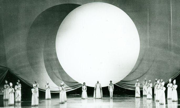 Luciano Damianis Breitwand-Bühne: Wo Strehler und Karajan scheiterten.