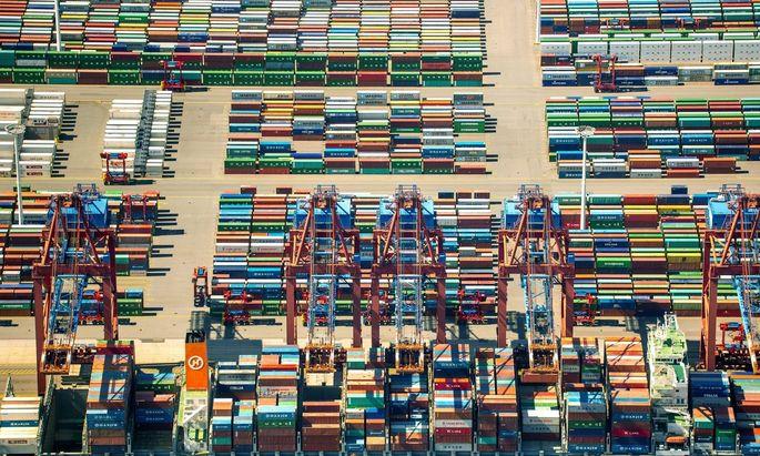 Hanjin Containerschiff Containerverladung Containerbruecken Containerkraene Caontainerschiff Cont