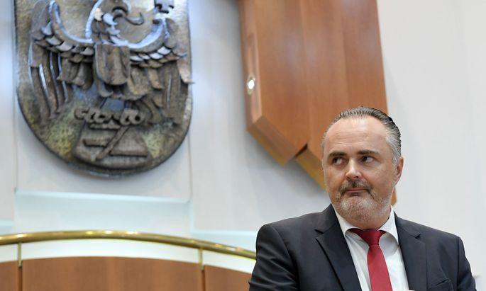 Hans Peter Doskozil hat vom FMA-Vorstand erfahren, was auf die Bank zukommt.