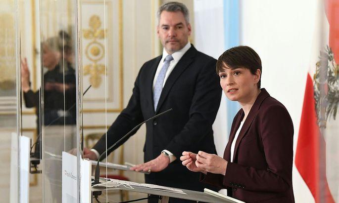 Ungewohnte Harmonie zwischen den Koalitionsparteien: Innenminister Karl Nehammer (ÖVP) und Sigrid Maurer (Grüne) präsentierten am Montag Details zur Reform des Verfassungsschutzes.