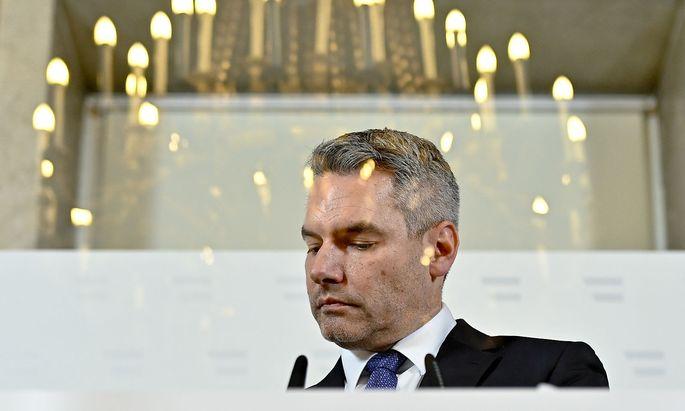 ÖVP-Innenminister Karl Nehammer behalf sich gegenüber dem Morgenjournal mit einer Tautologie.