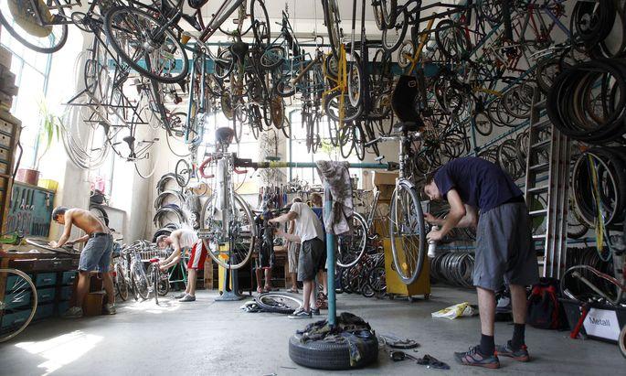 Bei Fahrrädern hat sich eine Reparaturszene bereits etabliert – elektronische Geräte werden indes meist noch entsorgt, sobald sie nicht funktionieren.