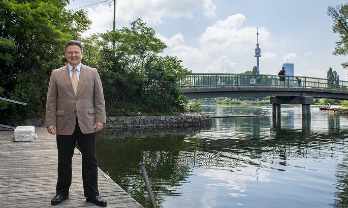 """Michael Ludwig beim """"Birner"""" an der Alten Donau (Archivbild aus Mai 2018)."""