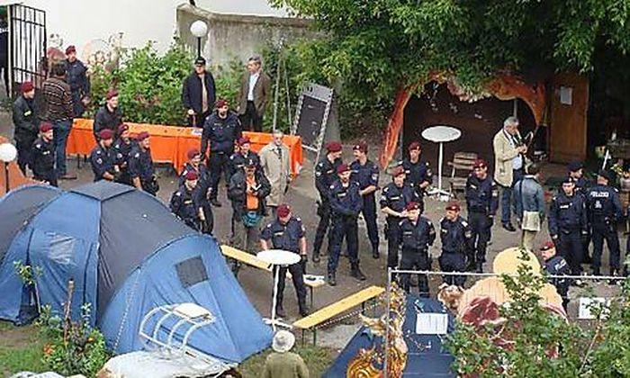 RAEUMUNG PROTESTLAGER AM AUGARTENSPITZ