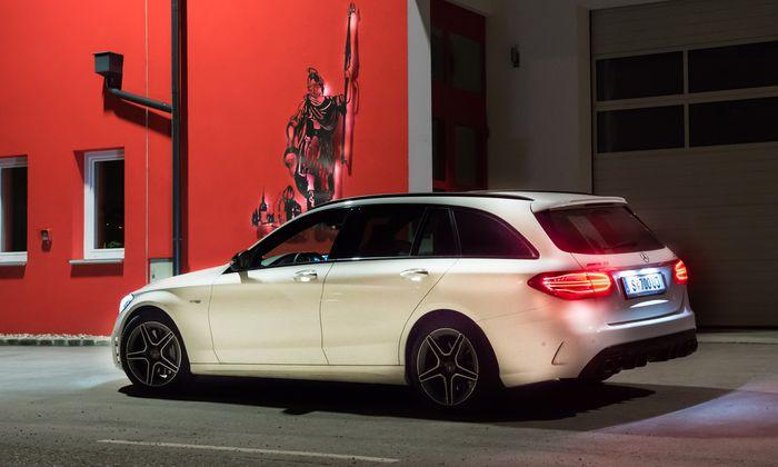 Experten erkennen außen, welche Kräfte innen im Mercedes schlummern.