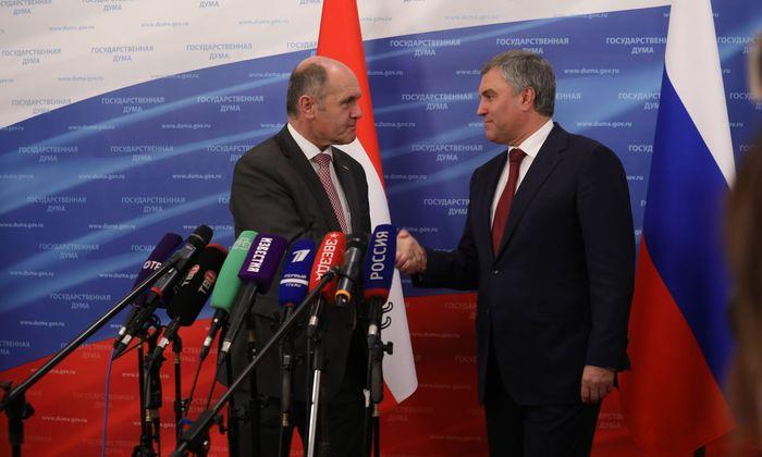 """Als studierter Historiker glaube er an Russland, als Politiker müsse er es """"aber mit dem Verstand begreifen"""", sagte der österreichische Nationalratspräsident gestern vor mehr als 400 Abgeordneten der Staatsduma."""