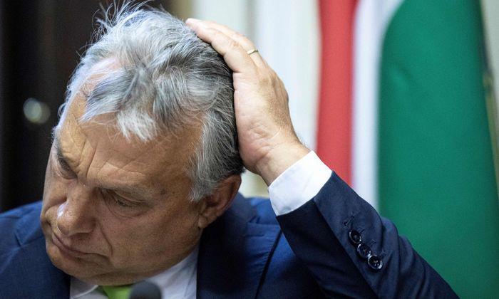 """Ungarns Premier Viktor Orbán brandmarkte Kanzler Kurz bei einer Fidesz-Fraktionsklausur als """"unzuverlässig""""."""