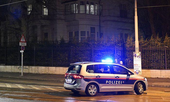 Polizeieinsatz vor der Residenz des iranischen Botschafters in Wien-Hietzing