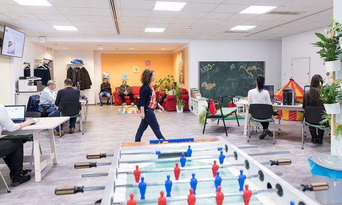 Einzelcoaching oder Jobsuche im Großraumbüro – Arbeitslose haben die Wahl.