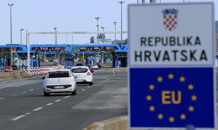 A closed Croatian border crossing is seen at Bregana
