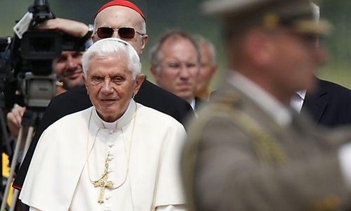 Papst Benedikt XVI am Flughafen von Zagreb.