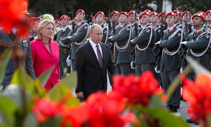 Wladimir Putin bei seinem Wien-Besuch mit Außenministerin Karin Kneissl am 5. Juni.
