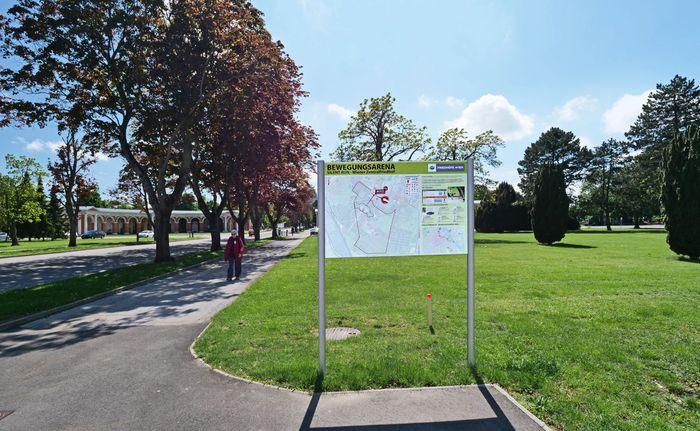 "Sinn fürs Jenseitige? ""Bewegungsarena""-Tafel, Zentralfriedhof."