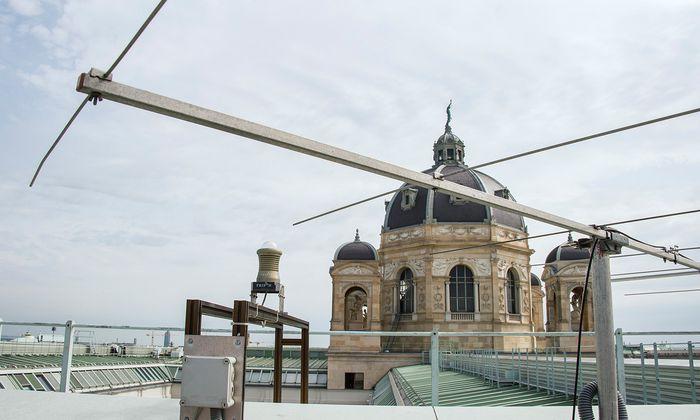 Für die Visualisierung des Meteorechos reicht eine einfache Empfangsantenne am Museumsdach.