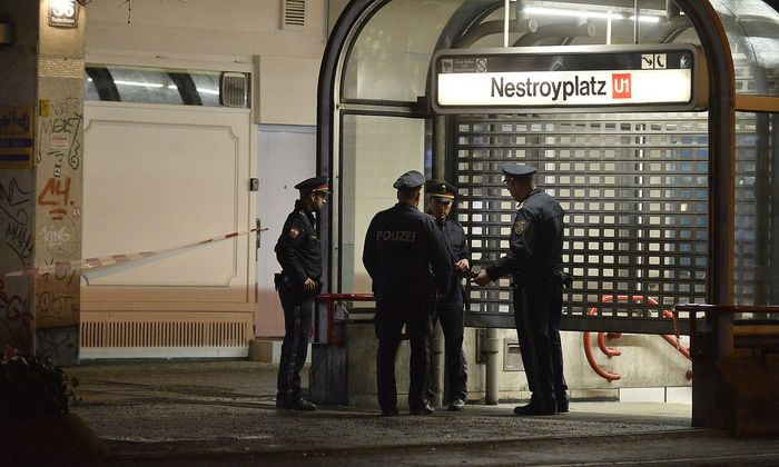 Archivbild: Polizei am Tatort Nestroyplatz