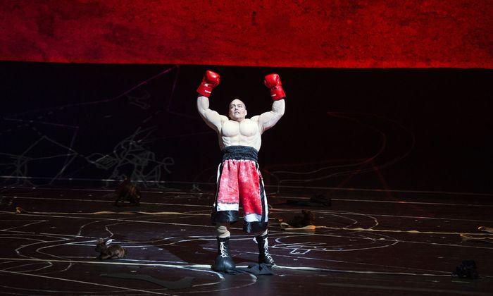 Triumphator vielschichtigen Operngesangs: Christopher Maltman durchlebt in der Felsenreitschule Freud, Leid und Verklärung des Ödipus.