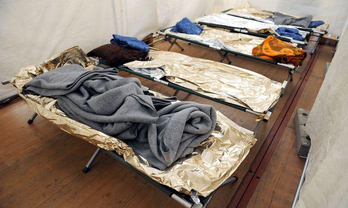 Archivaufnahme: Notbetten für Flüchtlinge