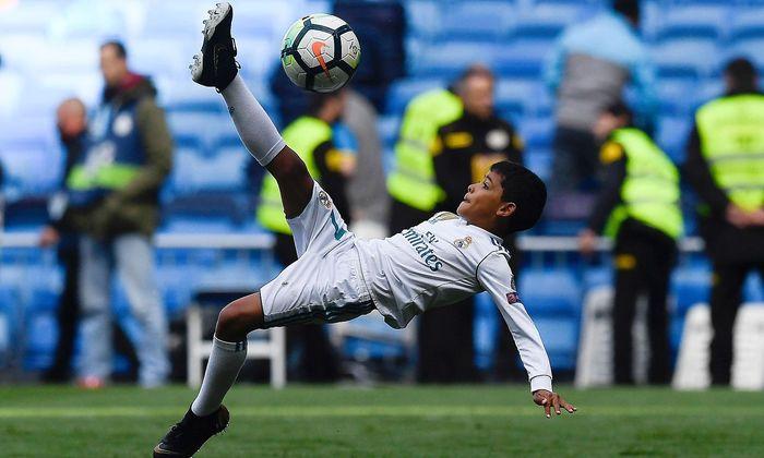 Wie Der Papa Ronaldos Sohn Ubt Fallruckzieher Diepresse Com