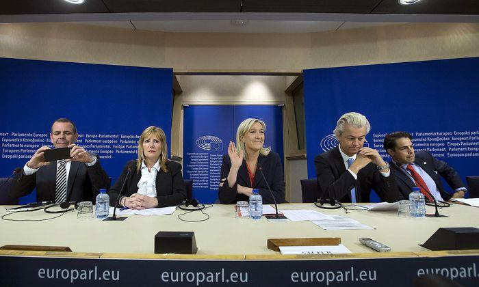 Die Vertreter rechtsnationaler Parteien bei einem Treffen im Europaparlament.