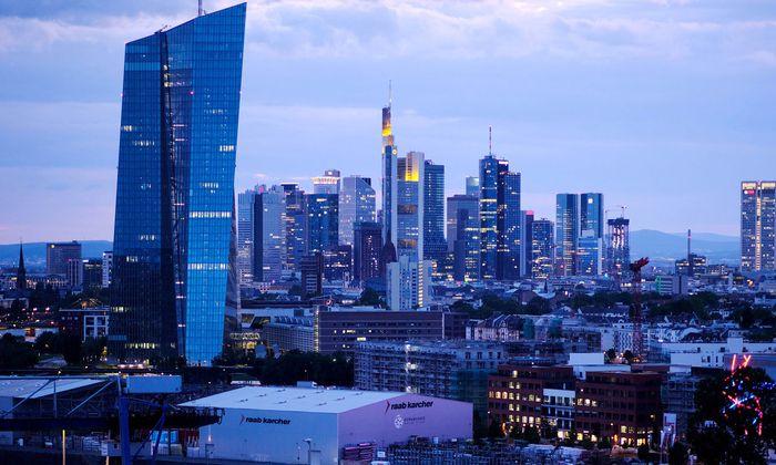 EZB-Tower in Frankfurt: Der Draghi-Kurs war zuletzt heftig umstritten.