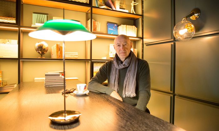 "Willi Resetarits in der Bar ""You"" des Hotel Le Méridien in Wien."