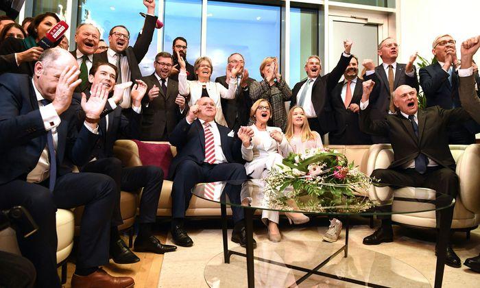 Der Jubel bei der ÖVP war groß. Bundes- und Landespartei feierten gemeinsam.