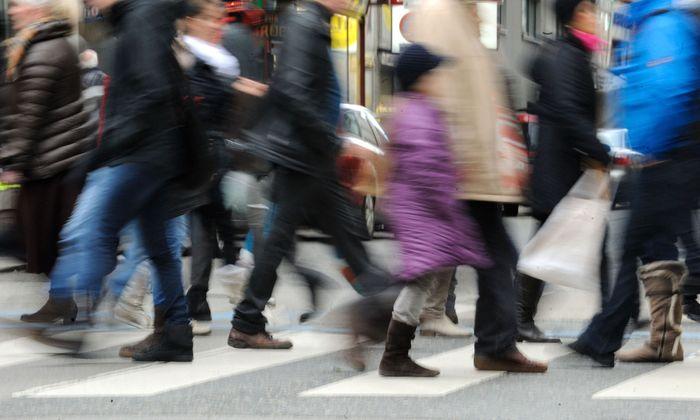 Die Passanten auf der Wiener Mariahilfer Straße sehen die Terrorbedrohung – bisher – eher gelassen.