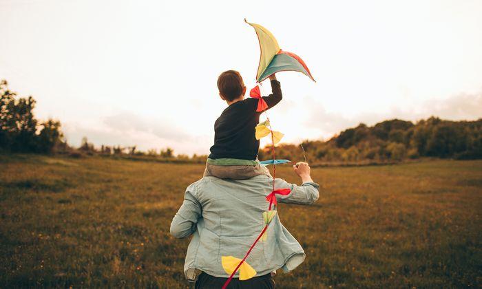 Lang glaubte ein Vater, dass ein Kind sein Sohn war. Der Mann heiratete die Mutter sogar.