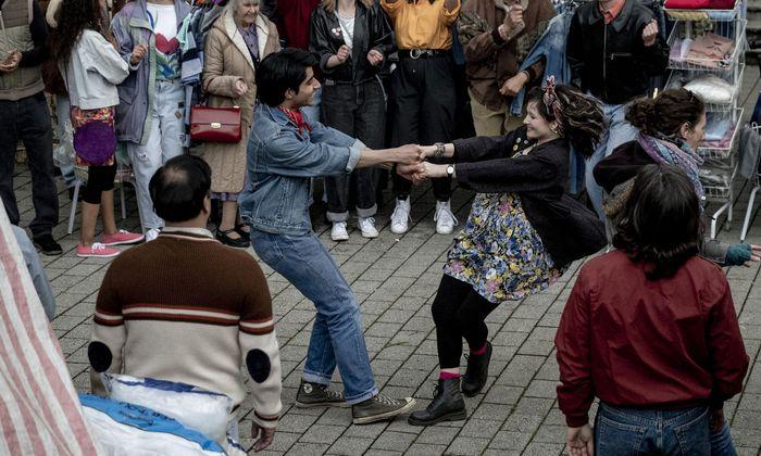 Mit Musik liebt es sich leichter: Das erleben Javed (Viveik Kalra) und Eliza (Nell Williams).