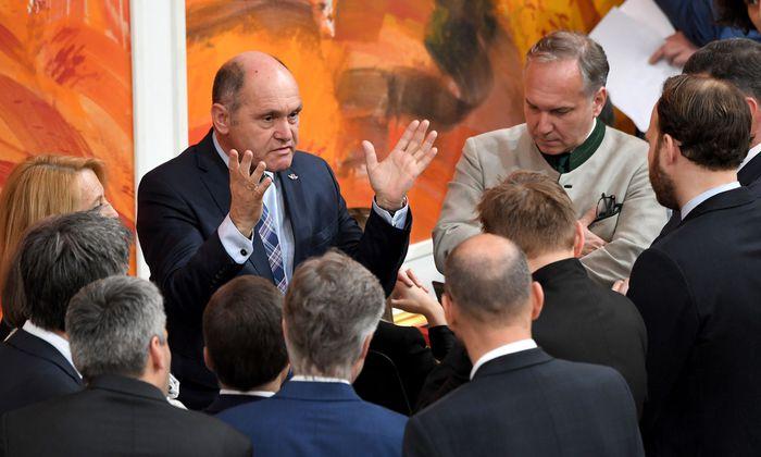 Der erste NR-Präsident Wolfgang Sobotka (Mitte) bei einer Stehpräsidiale