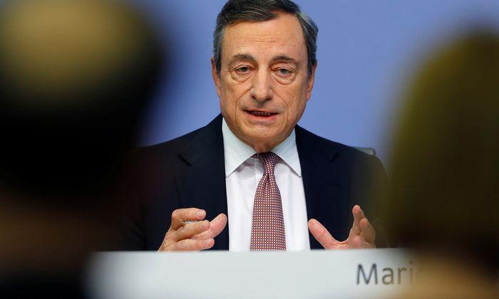 Acht Jahre lang hat der scheidende EZB-Chef, Mario Draghi, keine Zinserhöhung vorgenommen. Das tut er auch jetzt nicht.