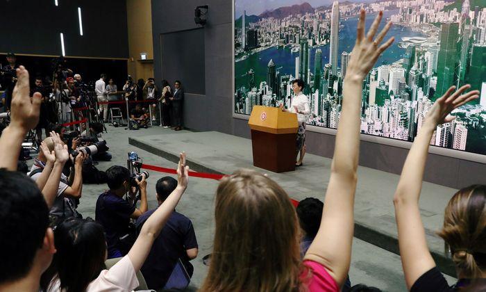 Regierungschefin Carrie Lam setzt Auslieferungsgesetz aus