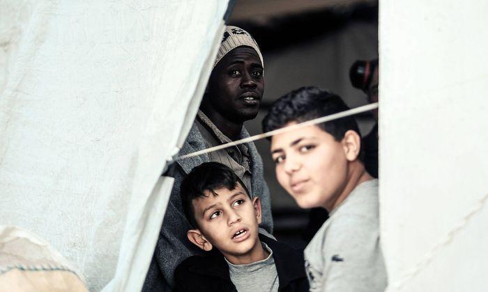 Unterwegs mit der Sea Watch 3 Location Mittelmeer Fahrt mit 254 Fluechtlingen nach Italien Trapa