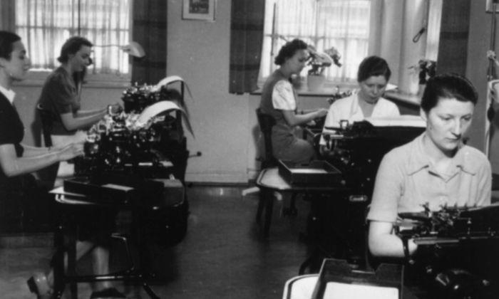 Frauen wurden erst spät zum Staatsdienst zugelassen und ab 1933 mit neuen Gesetzen wieder hinausgedrängt.