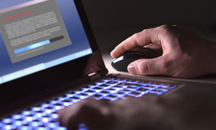 Unvorsichtiges und uninformiertes Verhalten von Mitarbeitern öffnet Einfallstore für Schadsoftware.