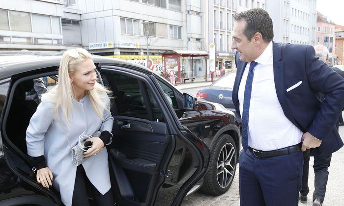 Archivbild: Philippa und Heinz-Christian Strache vor Beginn eines FPÖ-Parteitages im März 2017 in Klagenfurt.