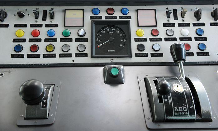 Der Führerstand in einem Silberpfeil.