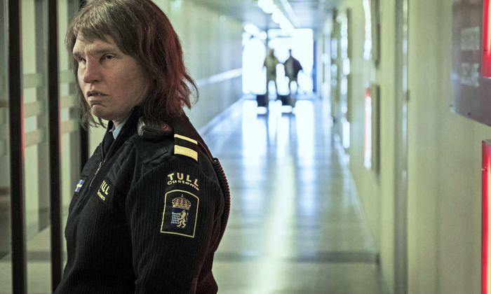 Nordische Trollsagen spielen hier herein, auch wenn von Trollen nie die Rede ist: Eva Melander als Zollbeamtin mit besonderen Fähigkeiten.