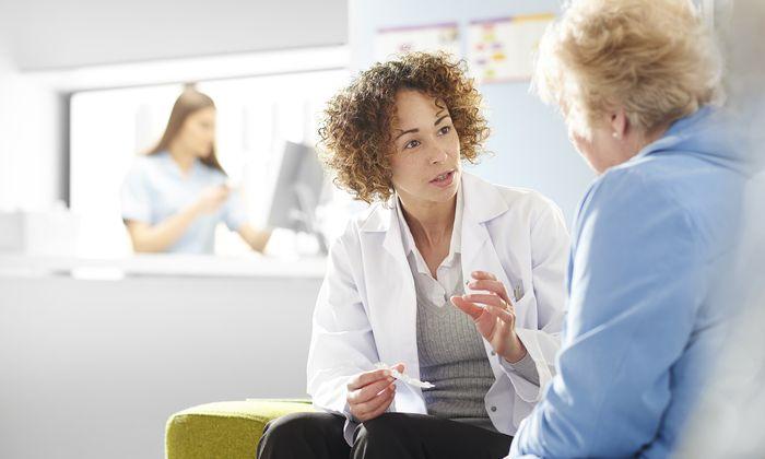 Das Arzt-Patienten-Gespräch soll auch Ängste nehmen.
