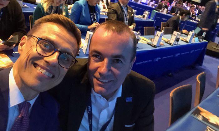 Alexander Stubb und Manfred Weber zum Auftakt des EVP-Treffens in Helsinki. Der Finne verbreitete das Selfie auf Twitter.