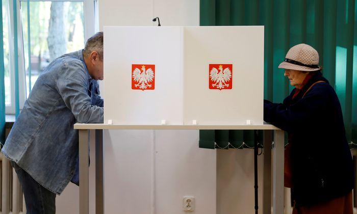 Der Wahlsieg der nationalkonservativen Partei Recht und Gerechtigkeit (PiS) in Polen war von Wahlforschern vorausgesagt worden, fiel aber noch massiver aus als erwartet.