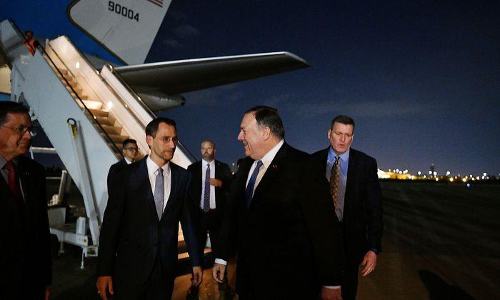 US-Außenminister Mike Pompeo bei seinem Besuch in Bagdad am 7. Mai - im Bild gemeinsam mit Joey Hood, dem Chargé d'affaires in der US-Botschaft.
