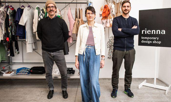 Matthias Felsner, Elli Schindler und Martin Fetz (v. l.) laden zum Designshop – samt künstlerischer Interpretation von allem, was zu einem Kaufhaus gehört.