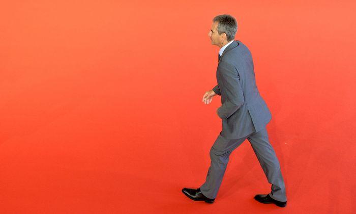 Finanzminister Hartwig Löger (ÖVP) wird am Dienstag mit Staatssekretär Hubert Fuchs (FPÖ) und der Regierungsspitze (Bundeskanzler Sebastian Kurz, Vizekanzler Heinz-Christian Strache) die Steuerreform präsentieren.